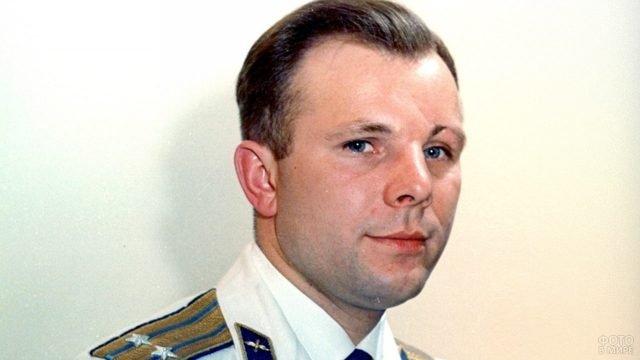 Цветное архивное фото Юрия Гагарина