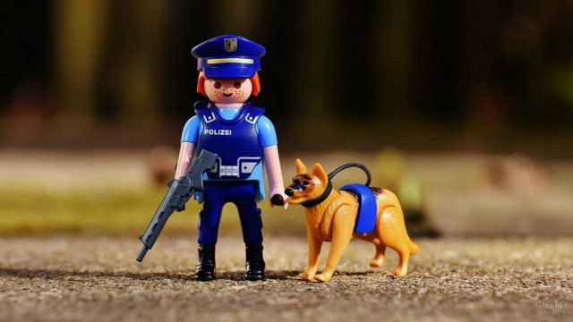 Игрушка полицейский с собакой