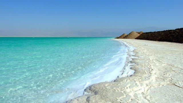 Береговая линия на побережье Мёртвого моря