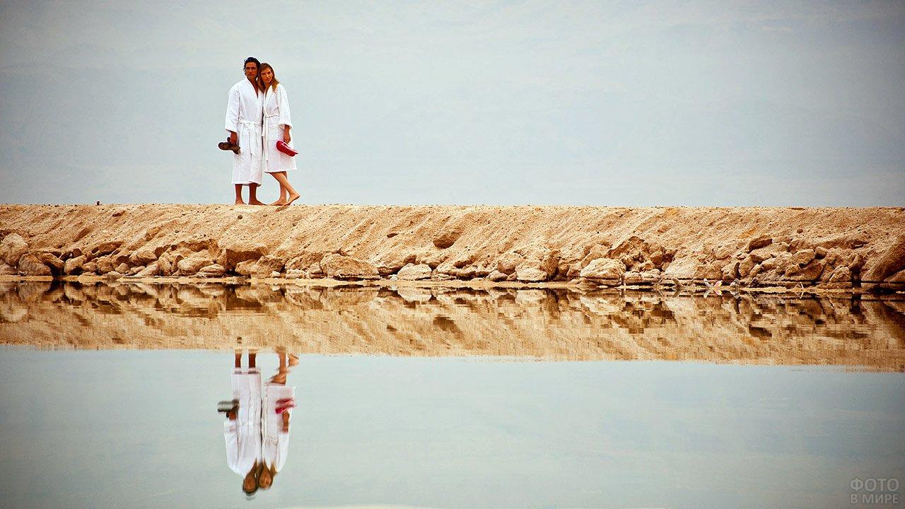 Парочка на романтическом отдыхе у Мёртвого моря