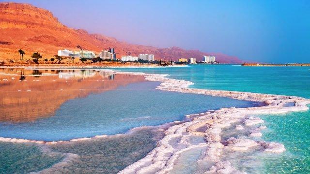 Соляные лиманы на мелководье Мёртвого моря