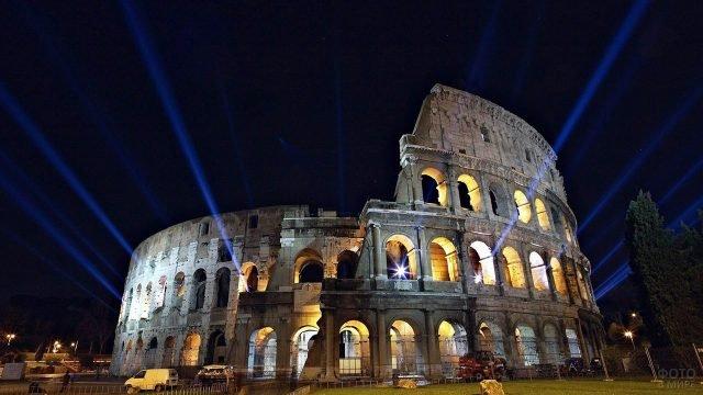 Ночная иллюминация Колизея в Риме