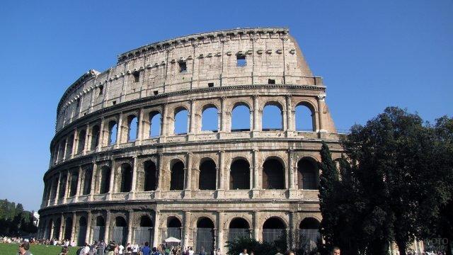 Открыточный вид на римский Колизей