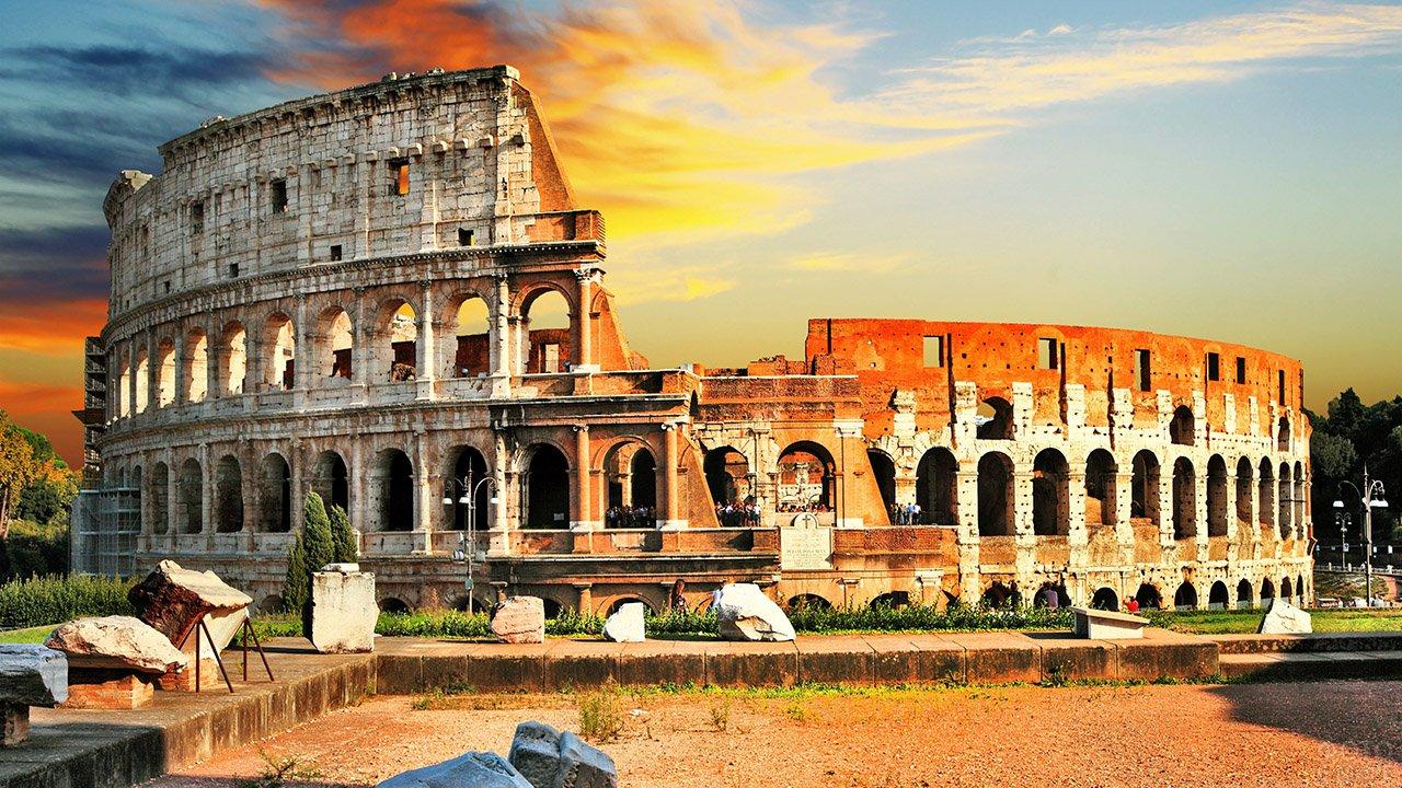 Римский Колизей на закате дня