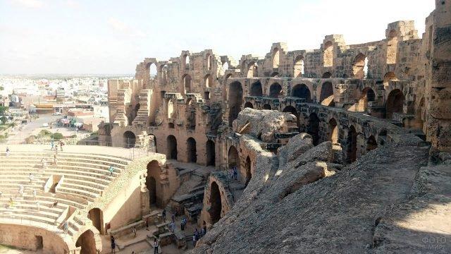 Руины колизея в Эль-Джеме