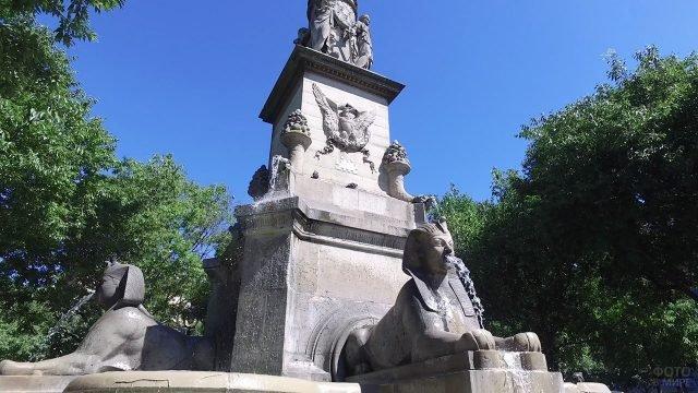 Фонтан со сфинксами в Париже