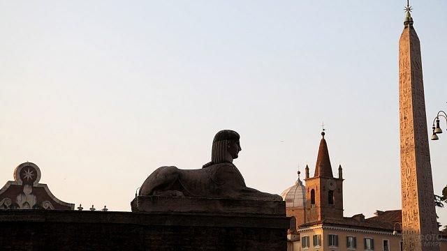 Сфинкс на Пьяцца дель Пополо в Риме