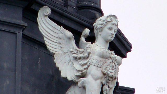Сфинкс с женской головой в Париже