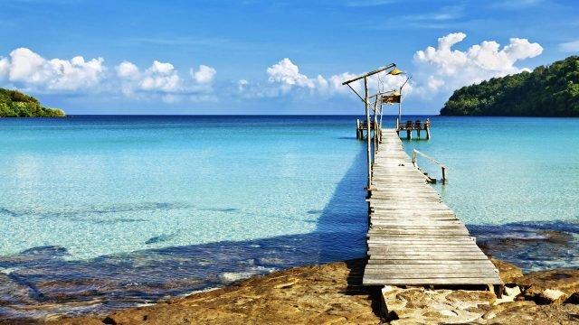 Деревянный пирс у побережья одного из Канарских островов