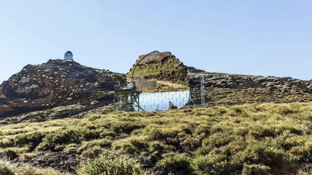 Футуристичный телескоп Мэджик на вершине острова Ла-Пальма
