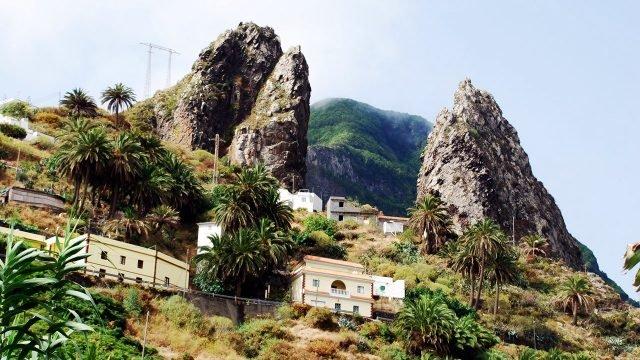 Отели на крутом склоне острова Ла-Гомера