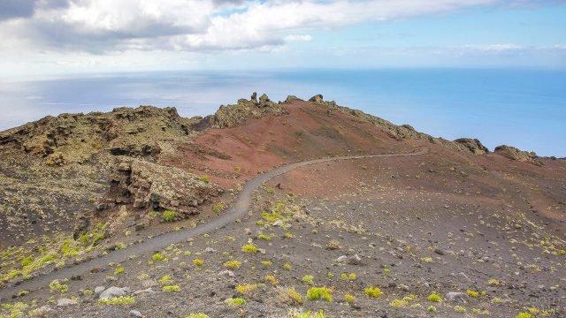 Туристическая тропа к вулканам на острове Ла-Пальма