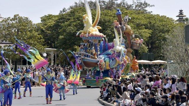 Юбилейный парад в Токийском Диснейленде