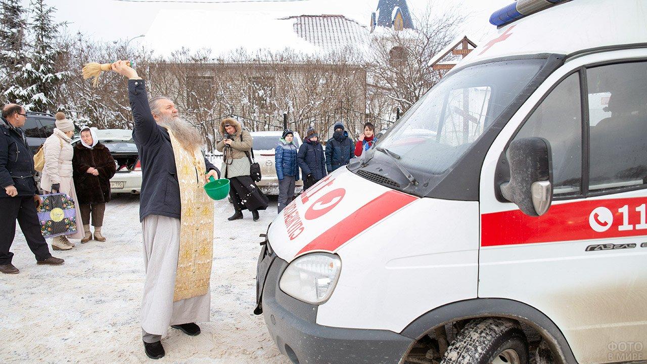 Освящение автопарка Скорой помощи в подмосковном храме Николая Чудотворца