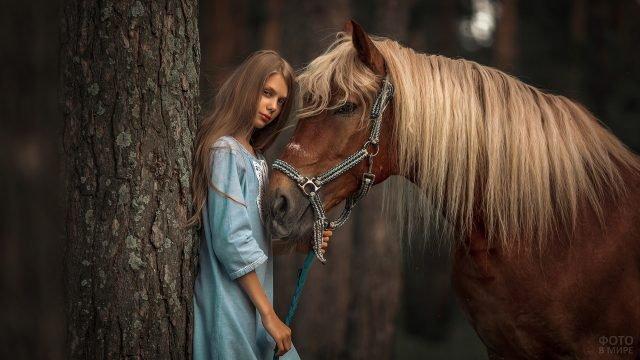 Девушка с лошадью у дерева