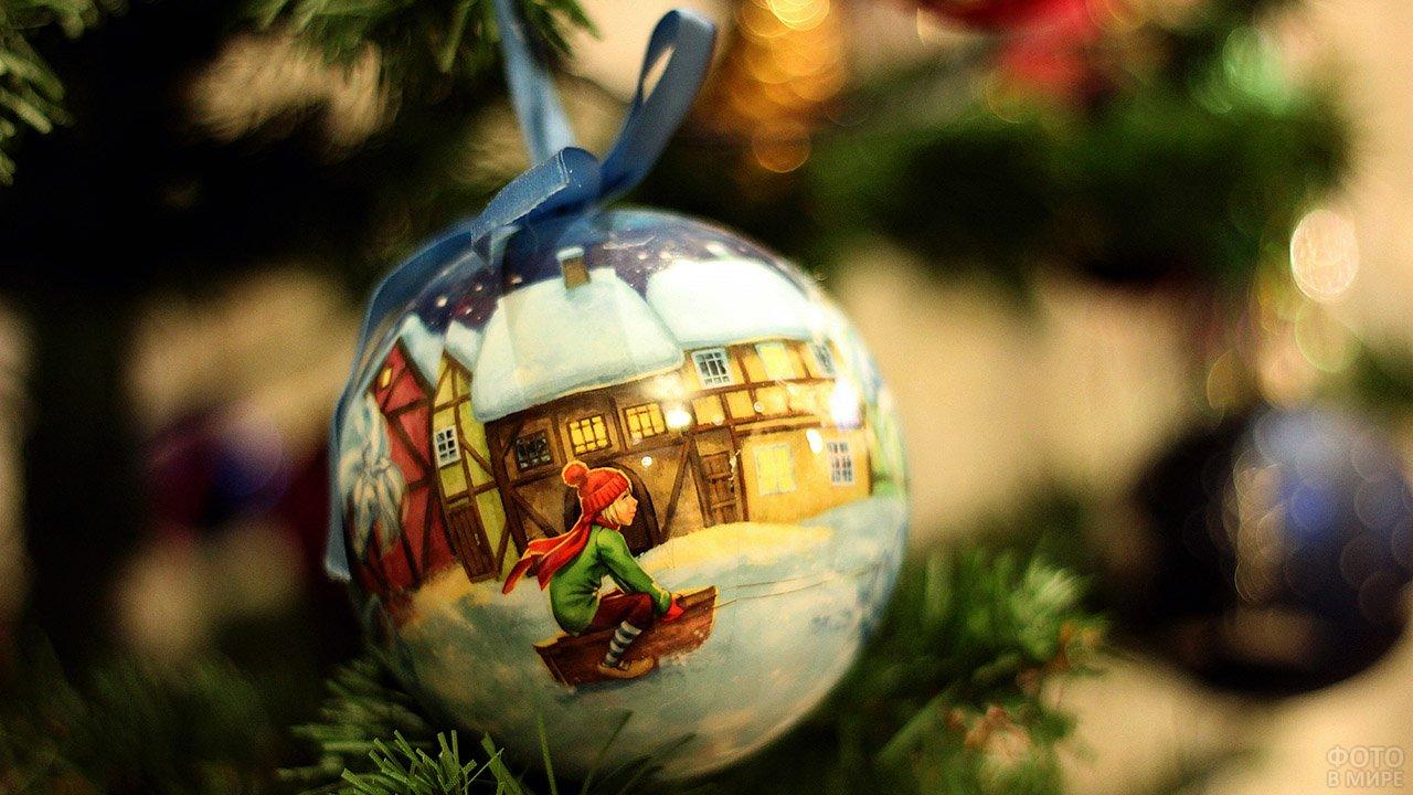 Шарик с ручной росписью на новогодней ёлке