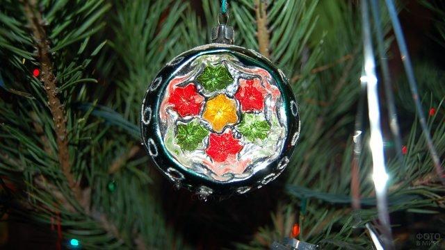 Советский ёлочный шарик с объёмными цветами