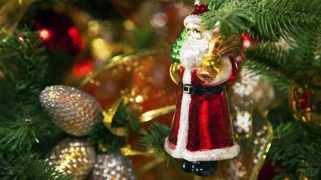 Винтажная фигурка Деда Мороза на новогодней ёлке