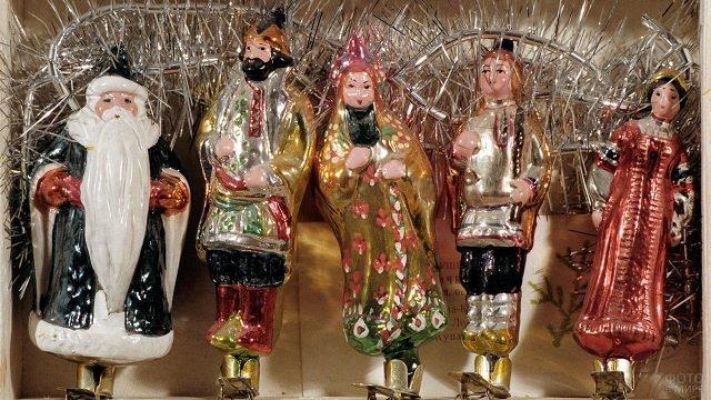 Винтажные ёлочные игрушки из стекла в виде человечков на прищепках