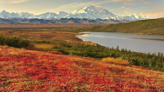 Красные берега озера