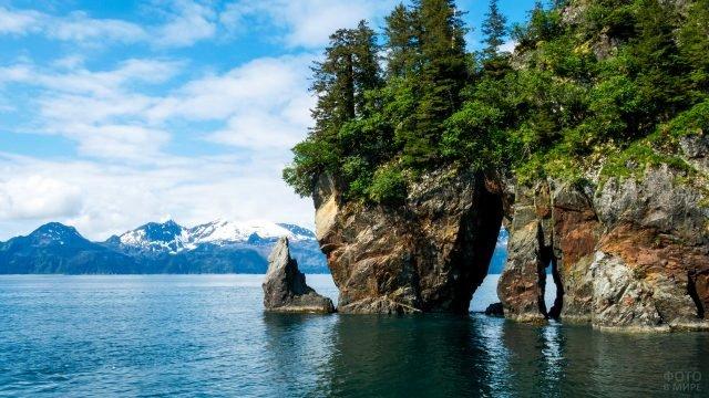 Скалы во фьордах Аляски