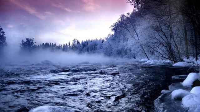Туман на озере в предрассветный час
