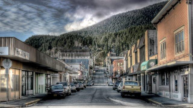 Улица городка на Аляске