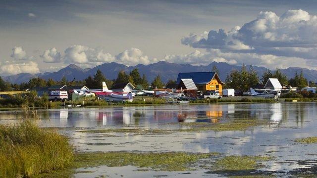 Водные самолёты у берега в Анкоридже