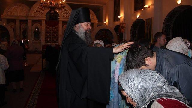 Чин Прощения в православном храме в Таджикистане