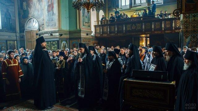 Духовенство и миряне прощают друг друга
