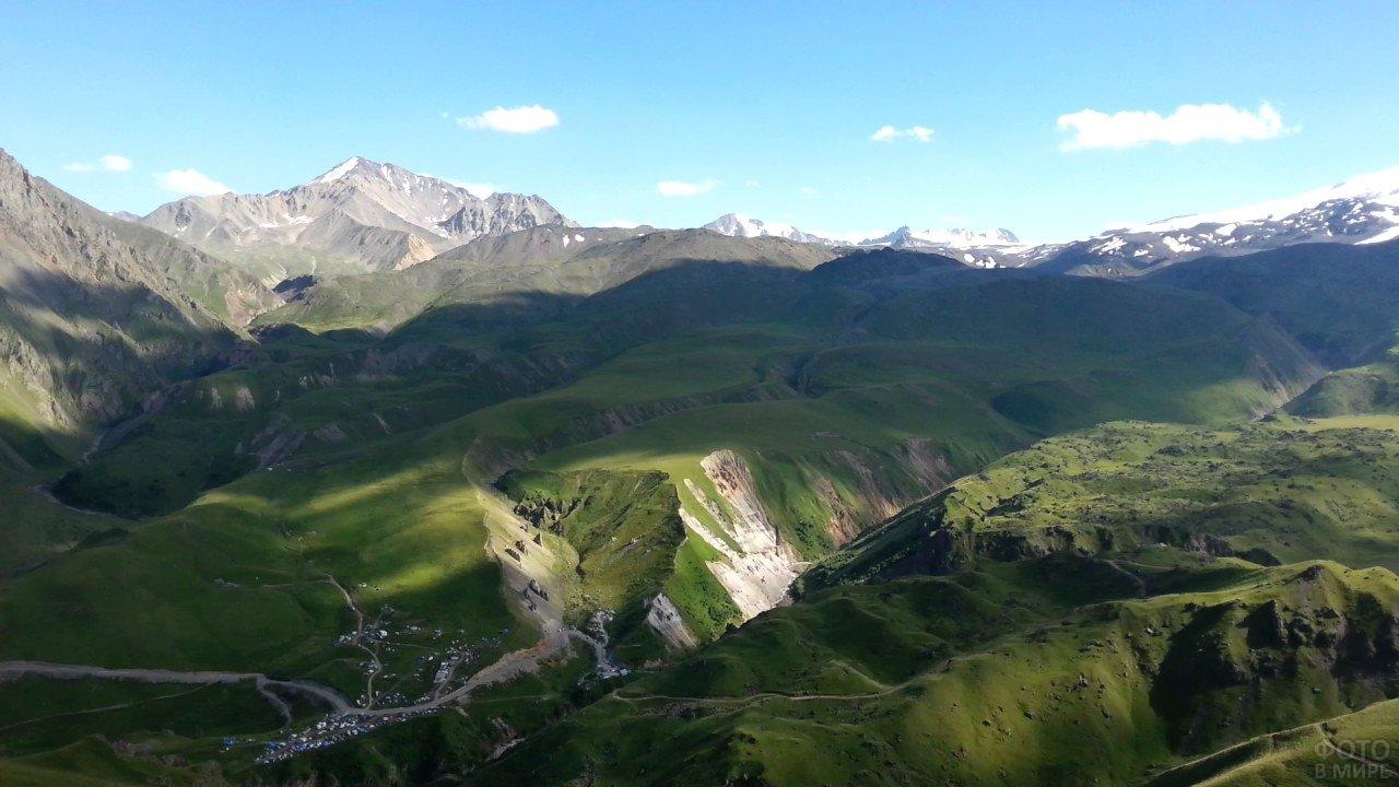 Летние виды на северную часть Эльбруса