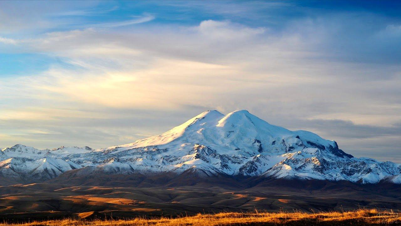 Снежные вершины Эльбруса