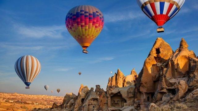 Яркие воздушные шары над Каппадокией