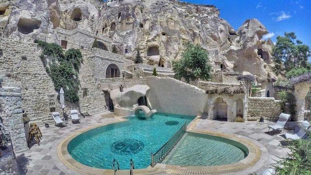 Отель Cave в скалах