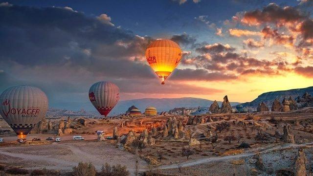 Воздушные шары на взлёте в Каппадокии