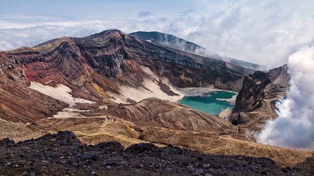 Голубое озеро в горах Камчатки