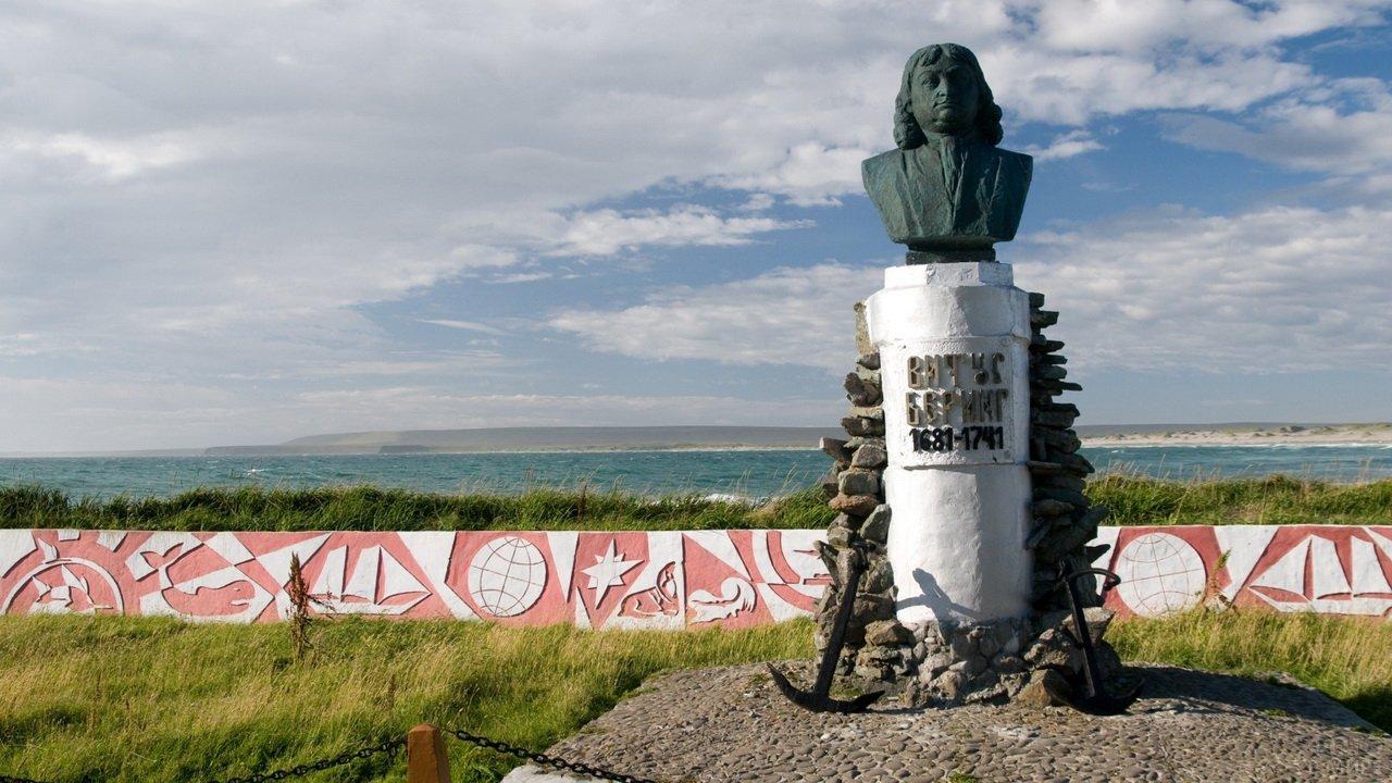 Памятник Витусу Берингу на Камчатке