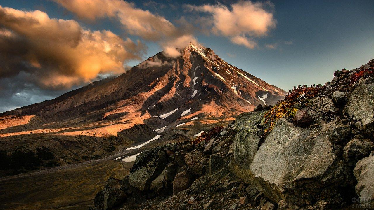 Почти безжизненные вулканические горы Камчатки