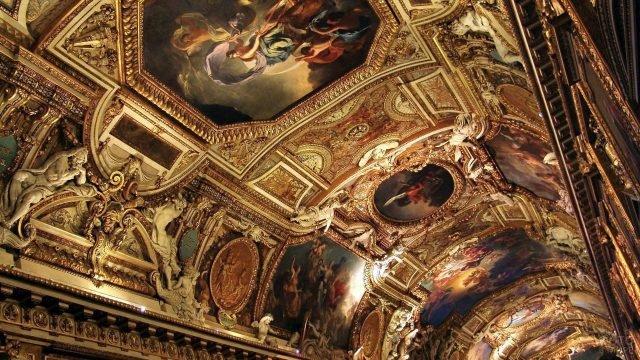 Роспись на потолке Луврского дворца