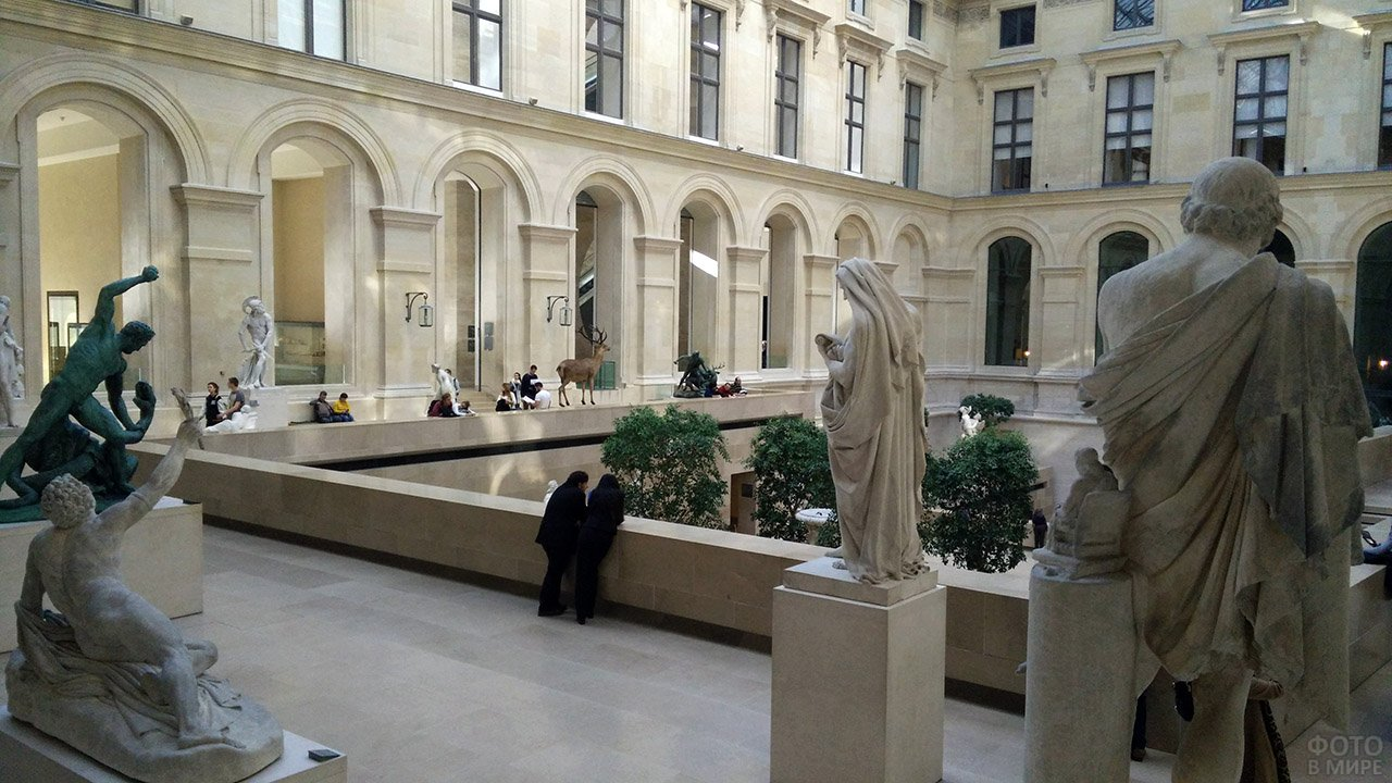 Внутренний двор Пьюджет-Корт в Лувре