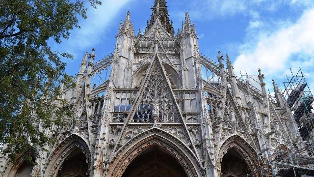 Готический фронтон церкви Сен Маклу в Руане