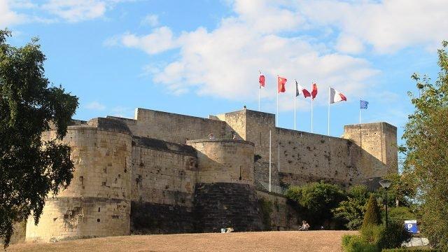 Средневековый замок в городе Кан, Нормандия