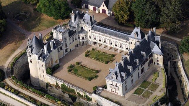Вид с высоты птичьего полёта на замок Брезе в Нормандии