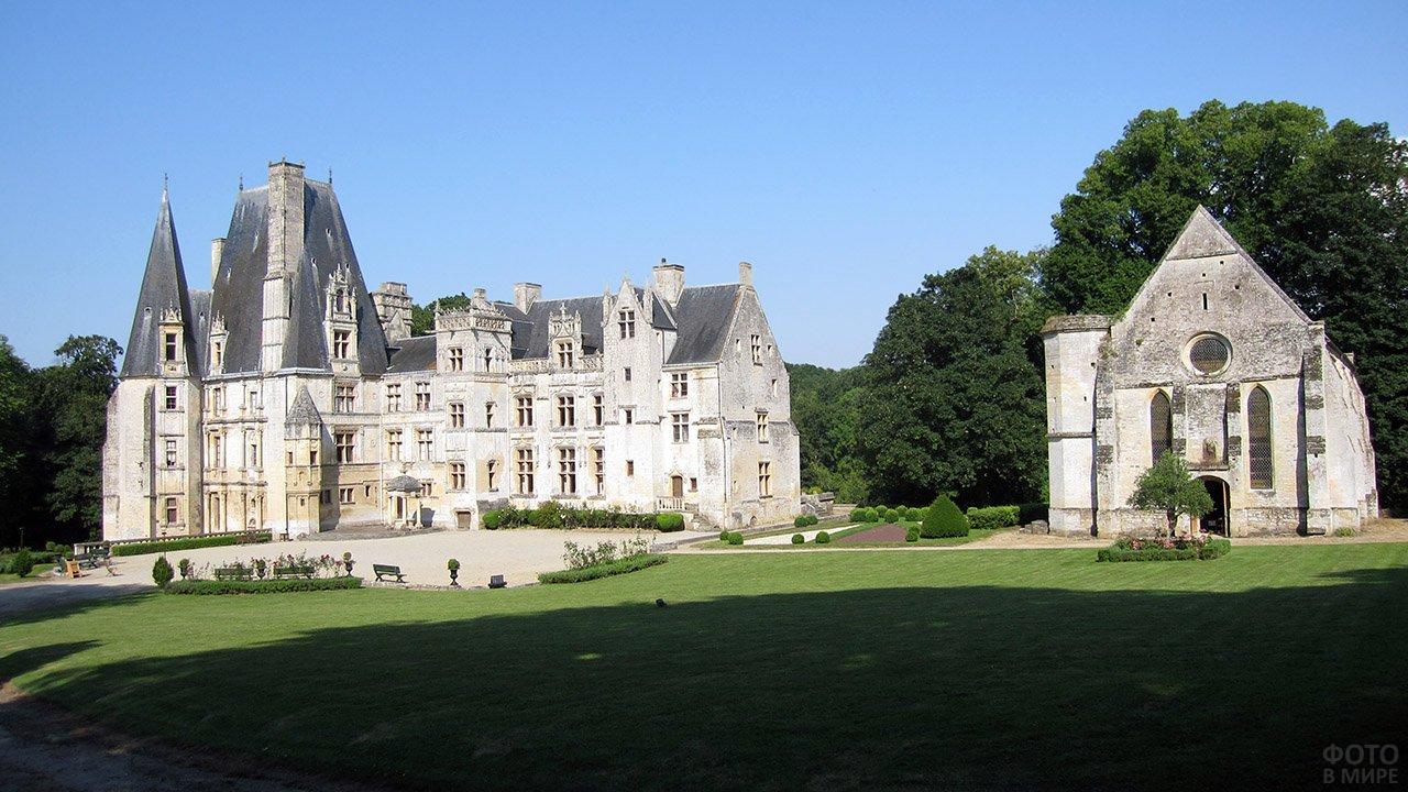 Замок Фонтен-Анри в Нормандии