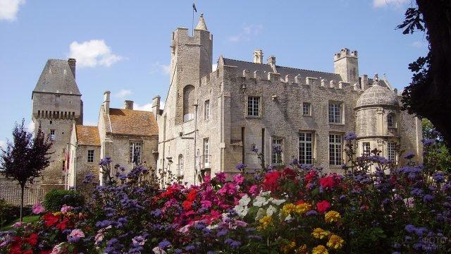 Замок Крёлли в Нормандии