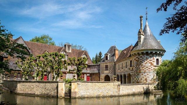 Замок Сен-Жермен де Ливэ в Нормандии