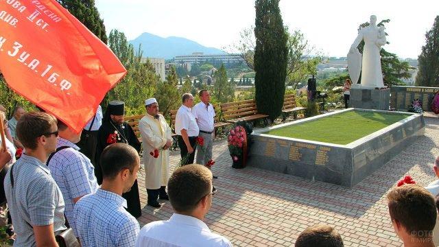 Митинг в День памяти и скорби на Холме Славы в Судаке