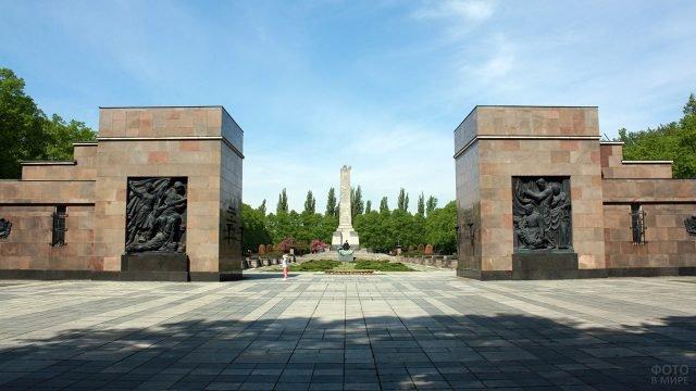 Советский военный мемориал в Берлине