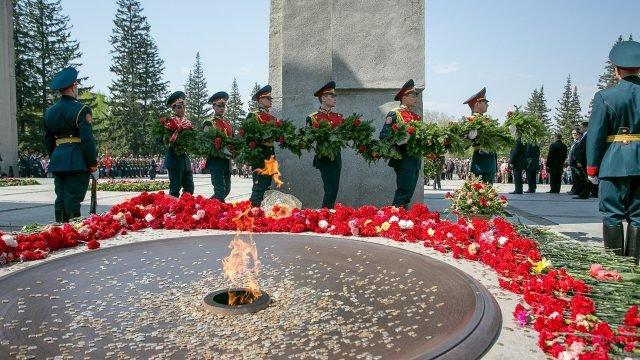 Торжественное возложение цветов к Вечному огню 22 июня в Новосибирской области