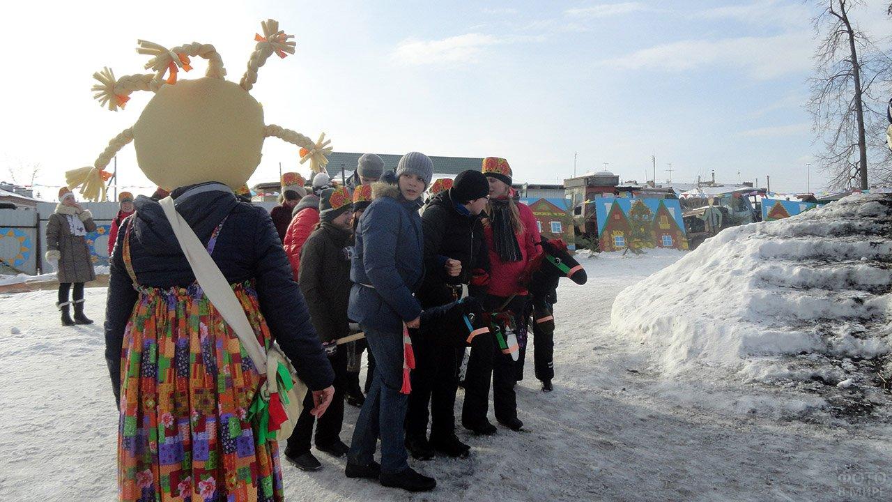 Аниматоры и участники конкурса в Прощёное воскресенье
